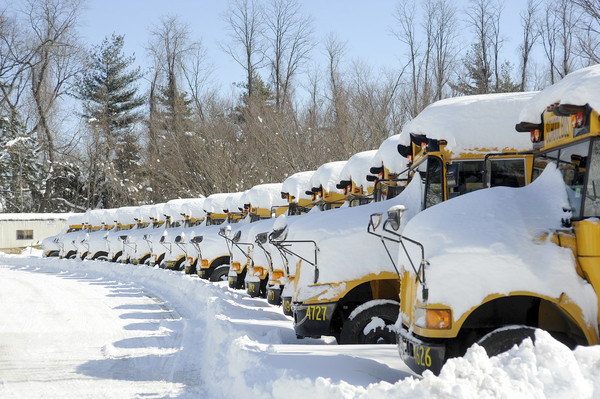 School-Bus-and-Snow